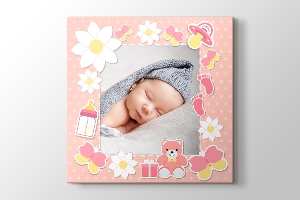 Kız bebek için fotoğrafından kanvas tablo görseli.