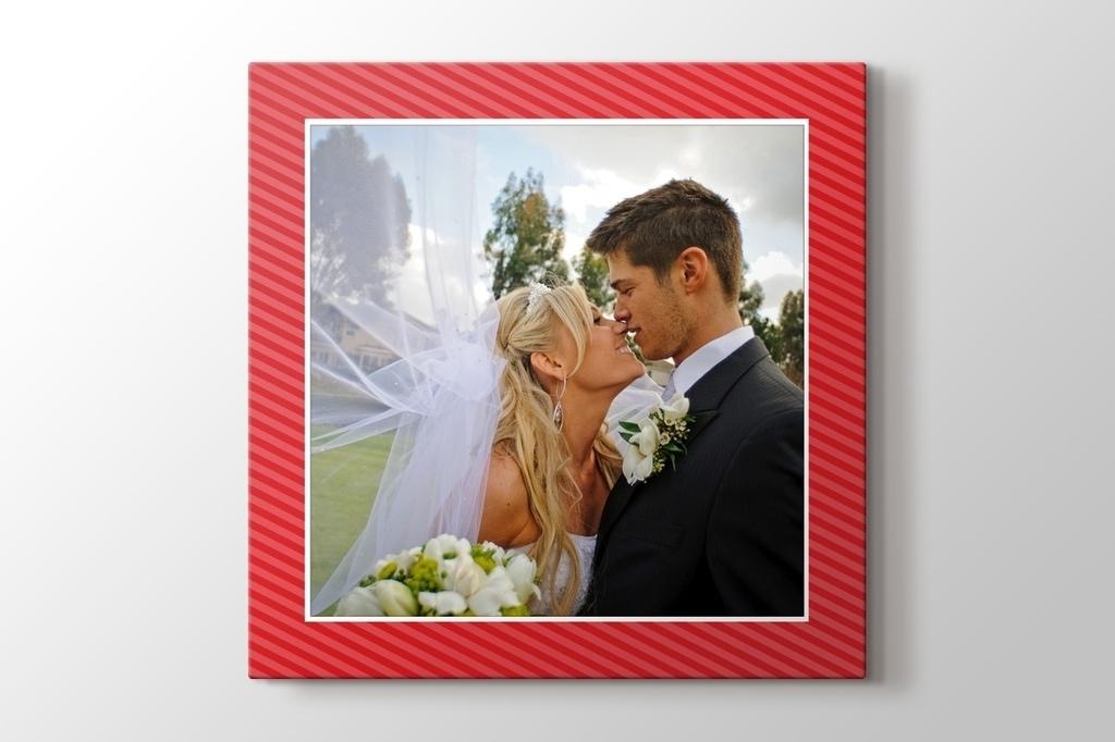 Sevgiline hediye kırmızı kanvas tablo görseli.