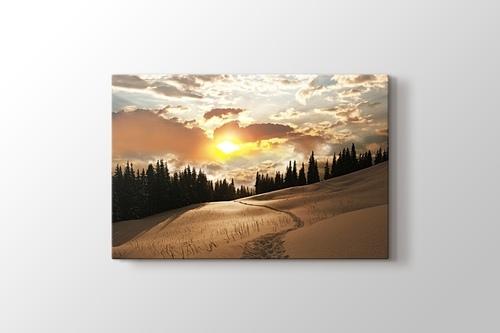 Sunset over Snowy Mountain görseli.