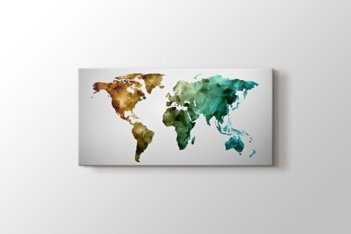 Renkli poligonal Dünya haritası görseli.