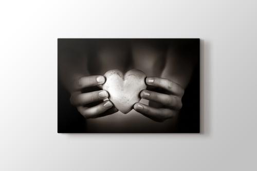 Heart Shaped Pebble görseli.