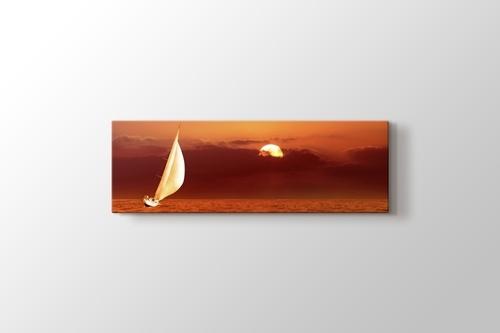 Sailing at Sunset görseli.