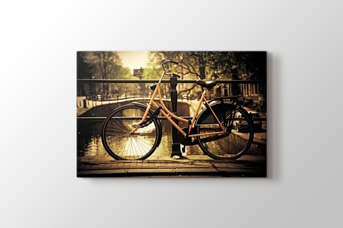 Romantik Kanal ve Bisiklet görseli.
