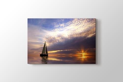 Beautiful Sunset and the Yatch görseli.