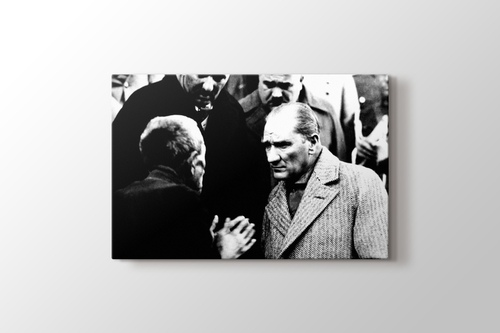 Atatürk Vatandaşı Dinlerken görseli.