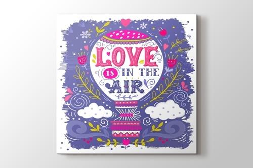 Love is in the Air görseli.