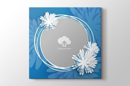 Papatya desenli mavi kanvas tablo görseli.