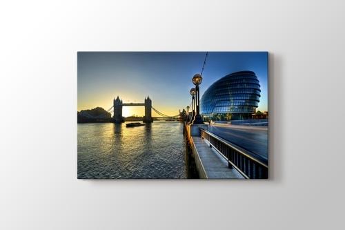 River Thames and Tower Bridge görseli.