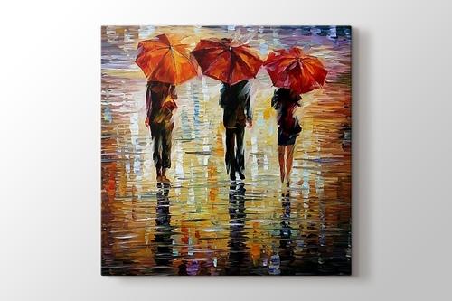 Üç Kırmızı Şemsiye görseli.