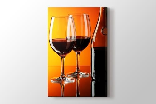 Red Wine over Orange Wall görseli.