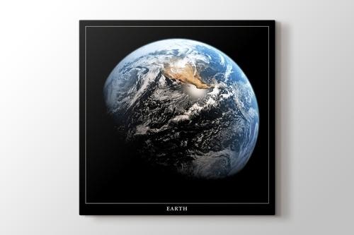 Earth from The Moon görseli.