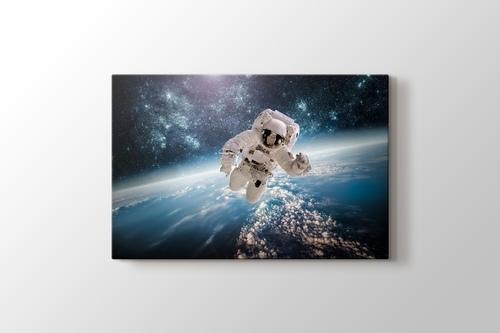Astronaut görseli.