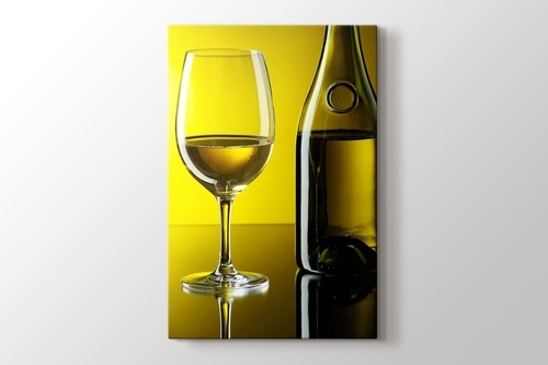 White Wine over Yellow Wall görseli.