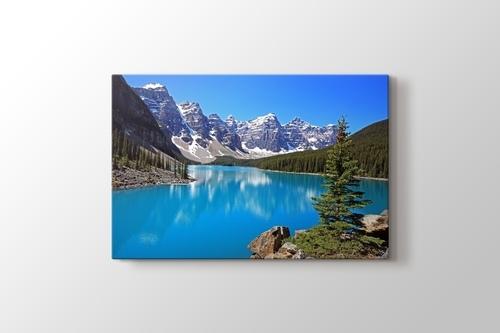 Moraine Lake in Canada görseli.