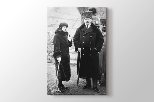 Atatürk ve Latife Hanım görseli.