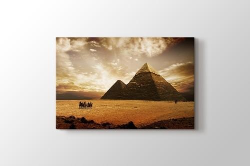 Giza Pyramids görseli.