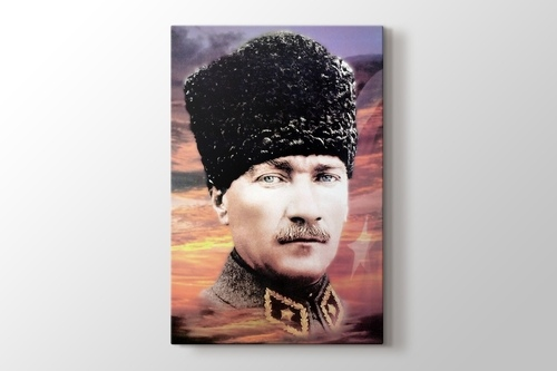 Atatürk Üniforma ve Türk Bayrağı görseli.
