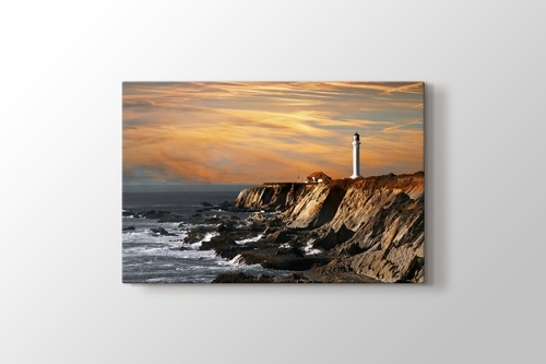 Lighthouse over Hills görseli.