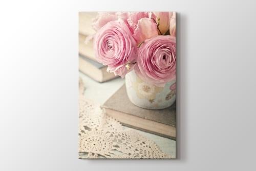 Pembe Çiçekler ve Kitap görseli.