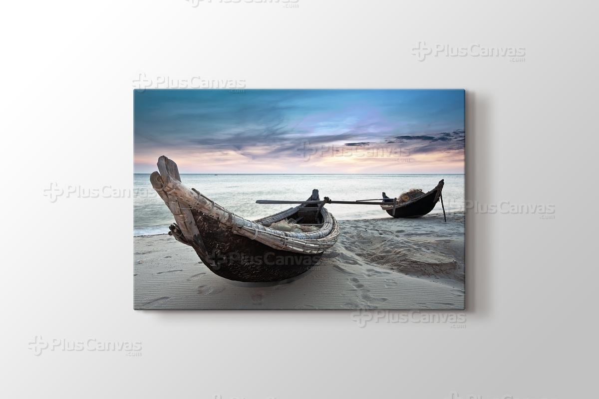 Raft at Beach görseli.